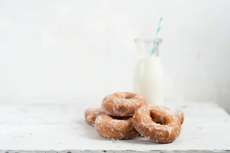 photographing on white: honey glaze donuts