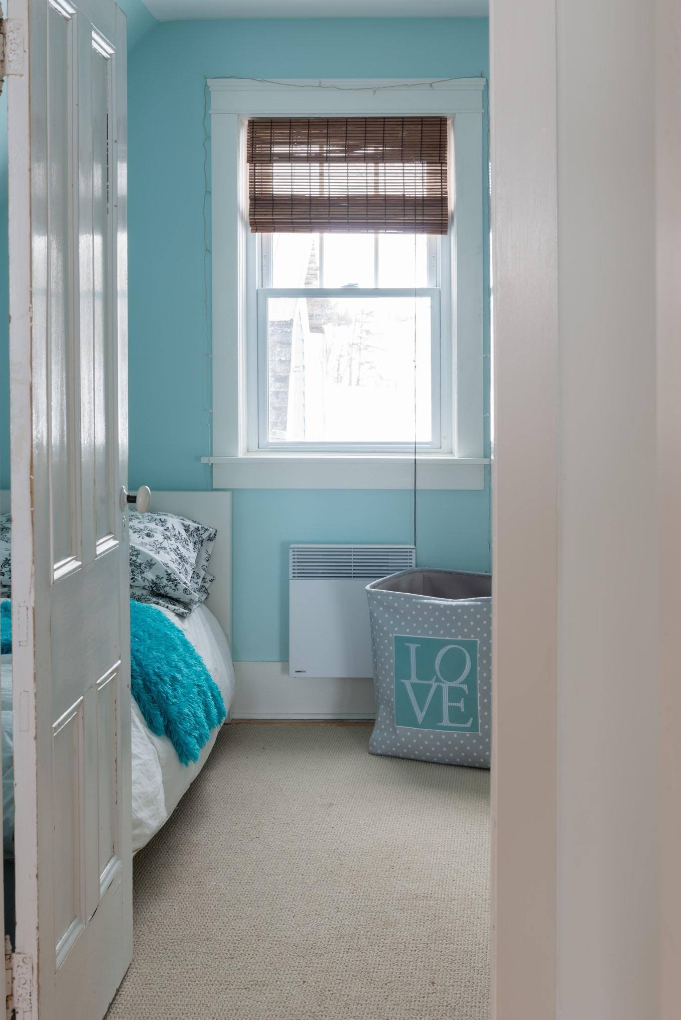 Benjamin Moore Bird's Eye Blue Bedroom