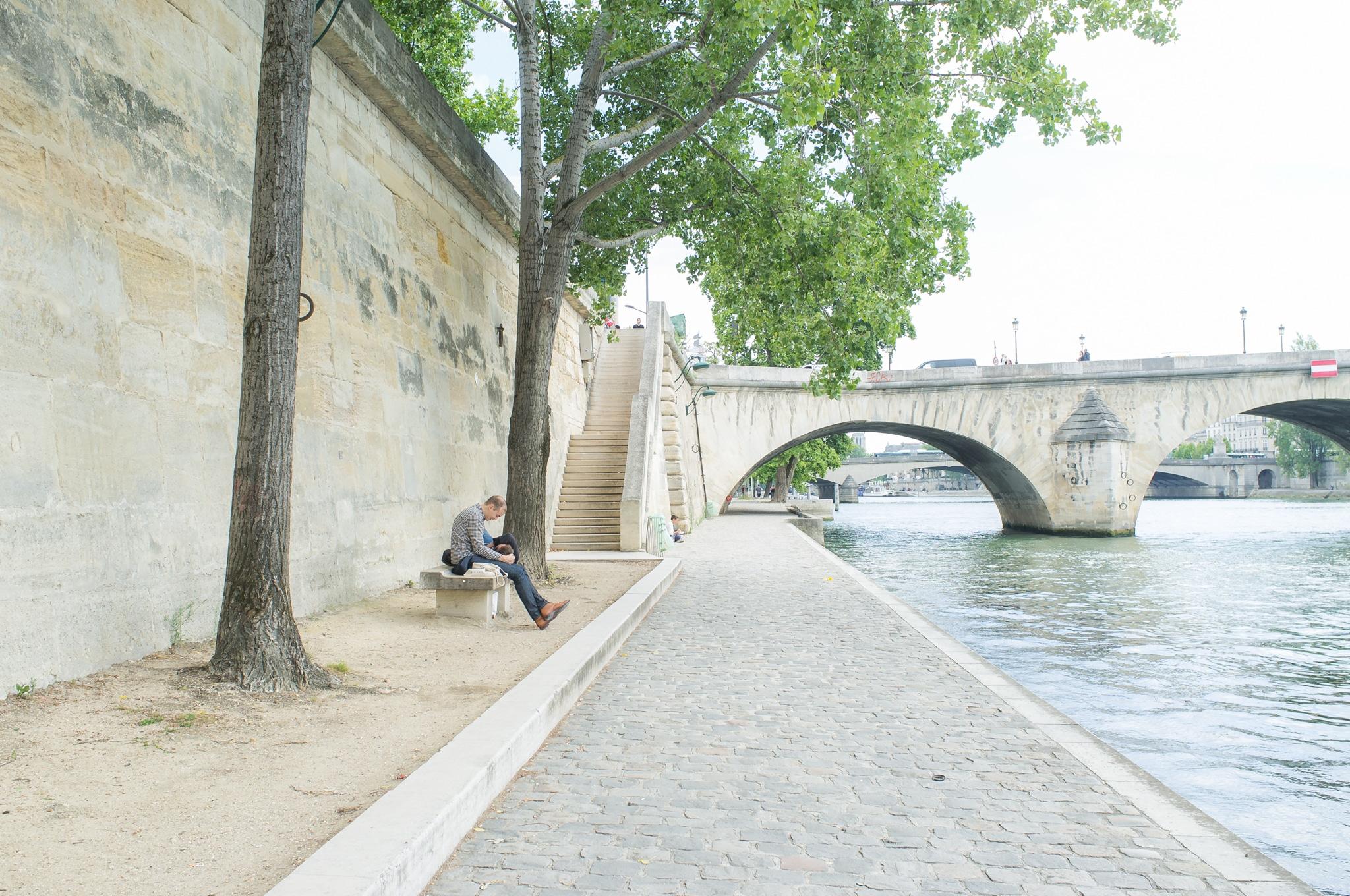 Walk along the Seine, Paris