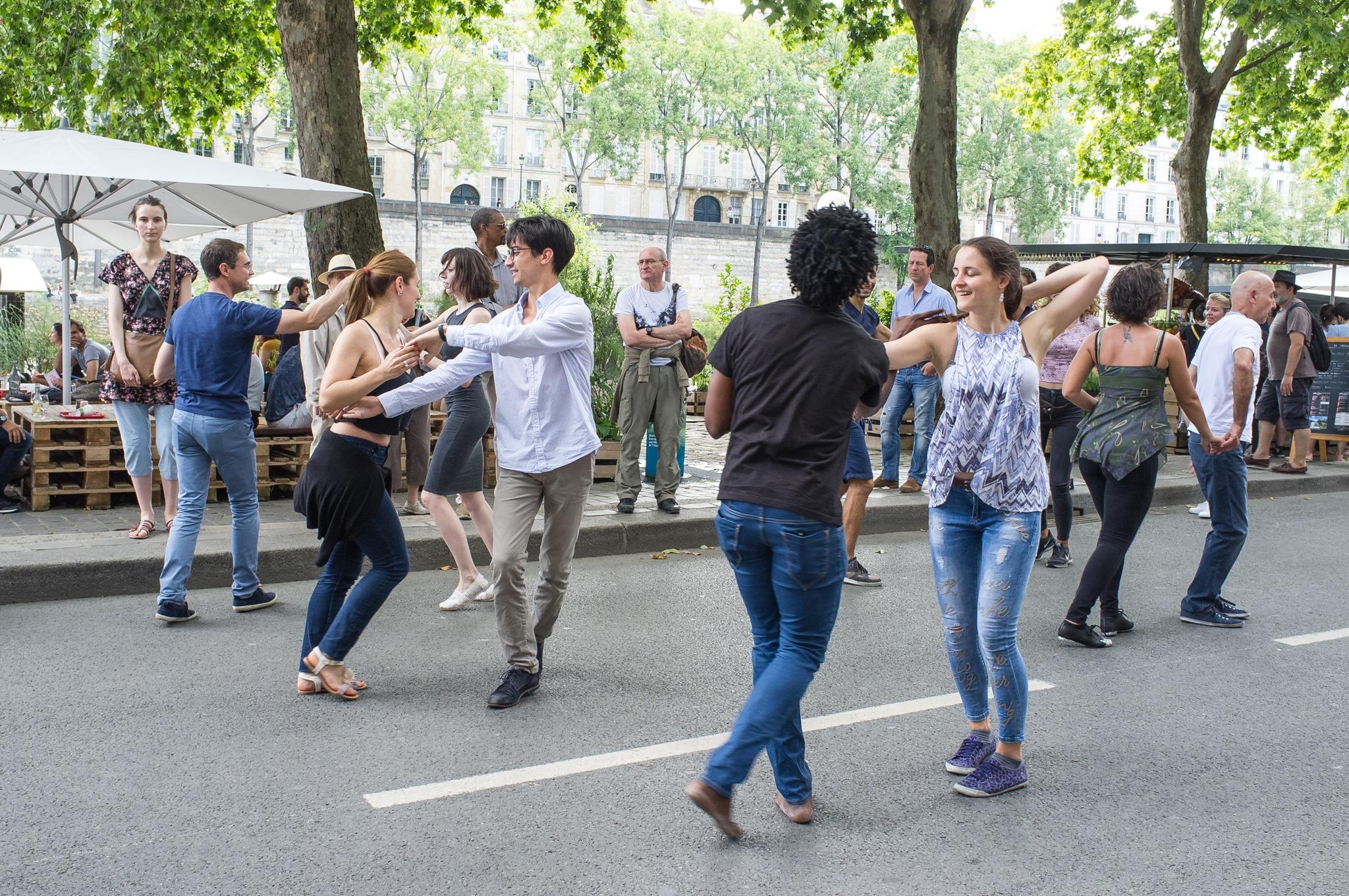 Salsa dancers on la Seine, Paris